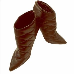Cape Robbin Black Quilted Design Booties  6 1/2